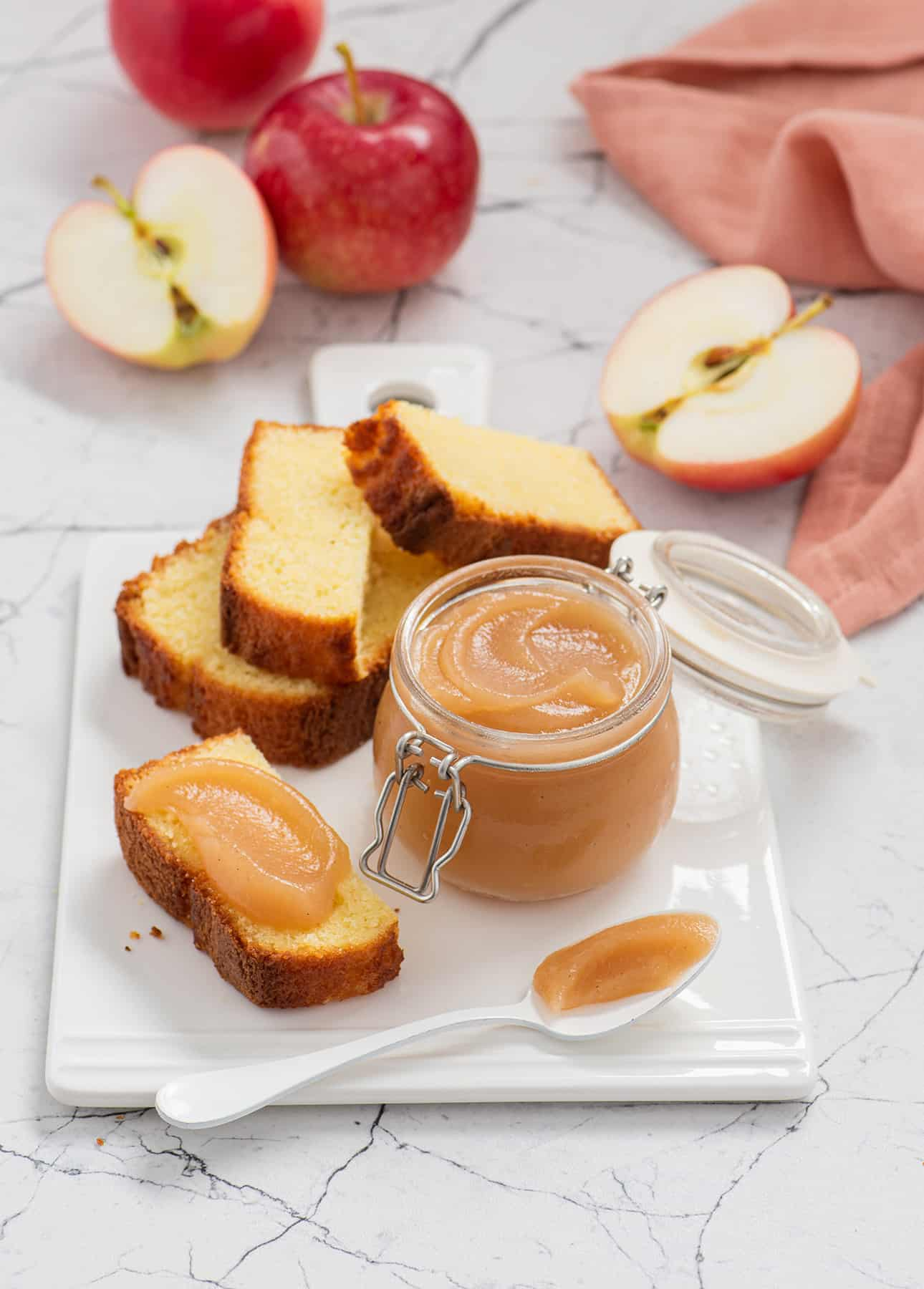 No-Butter Apple Butter (Dairy-Free, Vegan Recipe with How-To Video!) // FoodNouveau.com